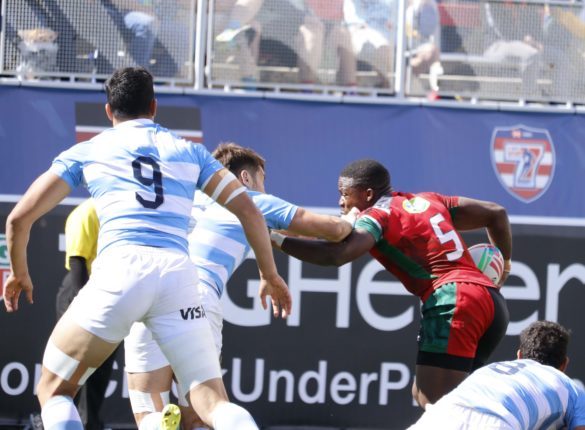 Cypian Kuto, powers through two Argentina players to score a try for Shujaa